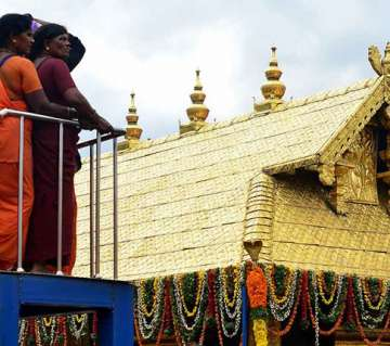 large-group-young-women-tries-to-enter-sabarimala