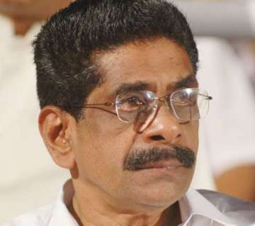 mullappally-slams-cpim-on-nss-issue