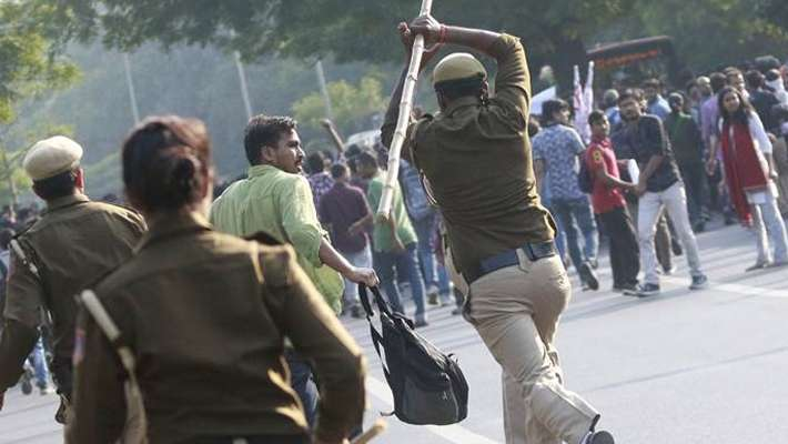 jnu-students-lathi-charged-by-delhi-police-in-during-protest-march