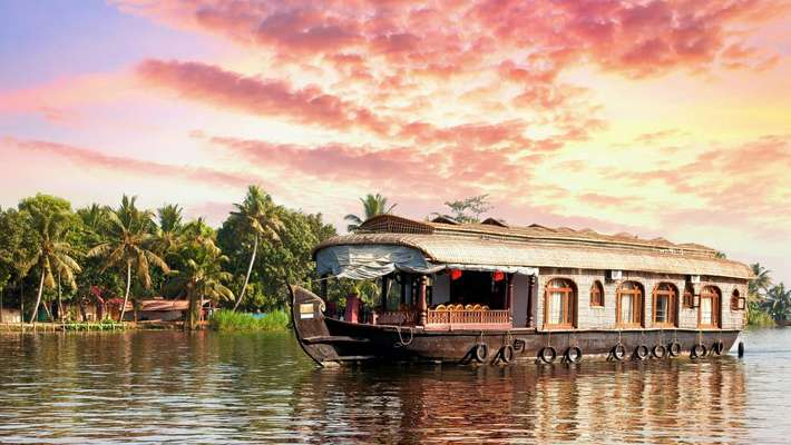 tourists-visiting-alappuzha