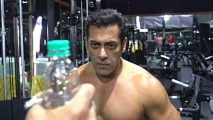 salman-khan-trolls-bottle-cap-challenge-with-save-water-message