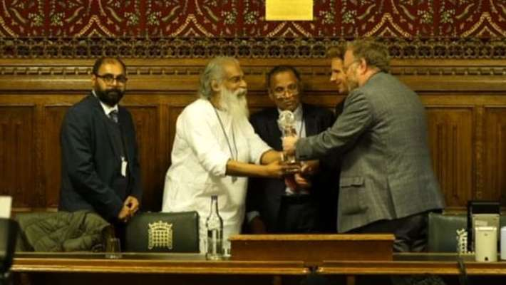 yesudas-gets-tribute-at-british-parliament