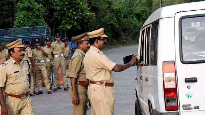 kerala-police-stopped-vehicles-from-entering-to-sabarimala