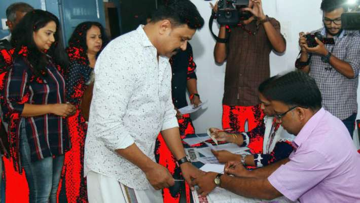 voted-for-selecting-a-perfect-ruler-dileep-says-after-voting